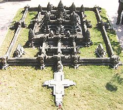 250px-Angkor-wat-central